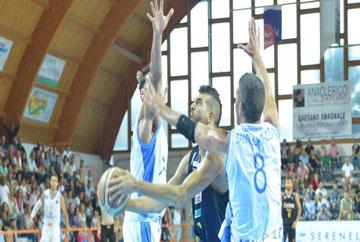 Basket. Ad Agropoli, Roderick nel finale beffa una Barcellona tutta cuore e tenacia