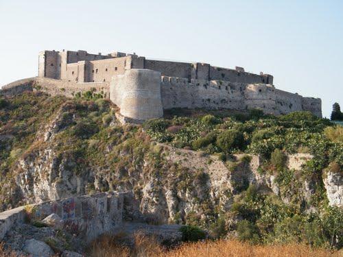 Milazzo. Avviata manutenzione alla cittadella fortificata