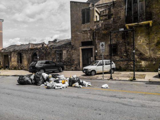 """Barcellona PG. Emergenza rifiuti 'ingestibile', Amministrazione attacca:""""IEM flop in tutta Italia, paghiamo scelte passate. Stiamo lavorando su soluzioni"""""""