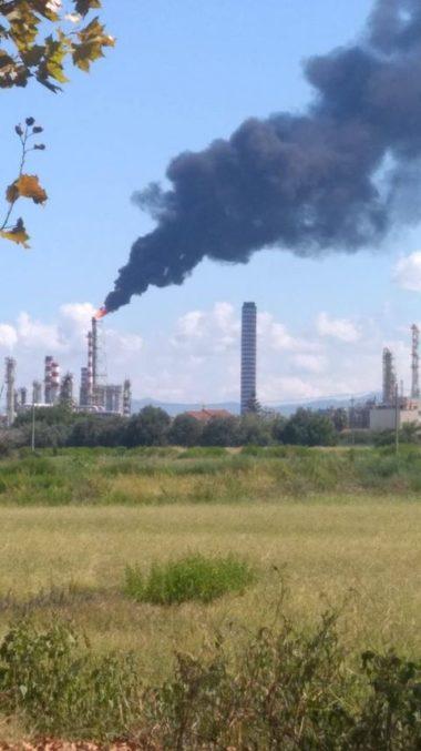 """Valle del Mela. Comitato attacca: """"Decisione TAR su Raffineria rimandata: altro anno di puzza e veleni? Dipende dal Sindaco Gianni Pino…"""""""