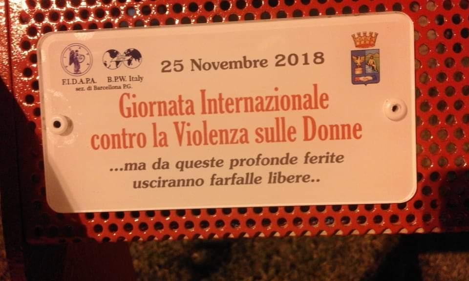 """Barcellona PG. La """"Panchina Rossa"""" al Parco Urbano per la Giornata Internazionale contro la Violenza sulle Donne"""