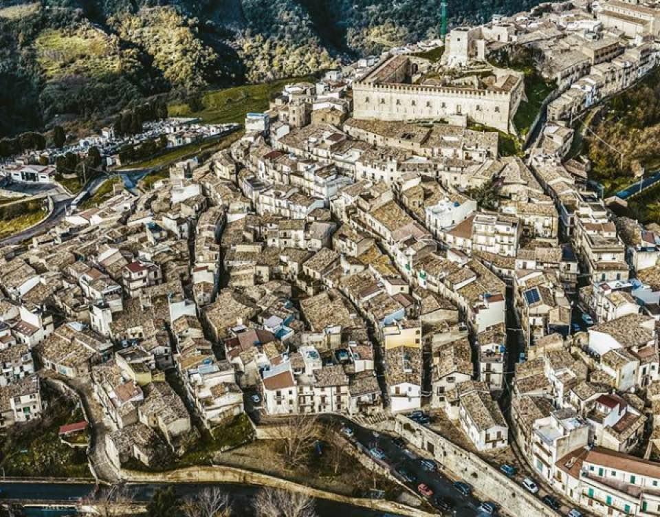 """Montalbano Elicona. Il meraviglioso 2018 esempio virtuoso di promozione turistica: """"Nel 2019 su 'brand reputation' attraverso comunicazione con opinione pubblica e media"""""""