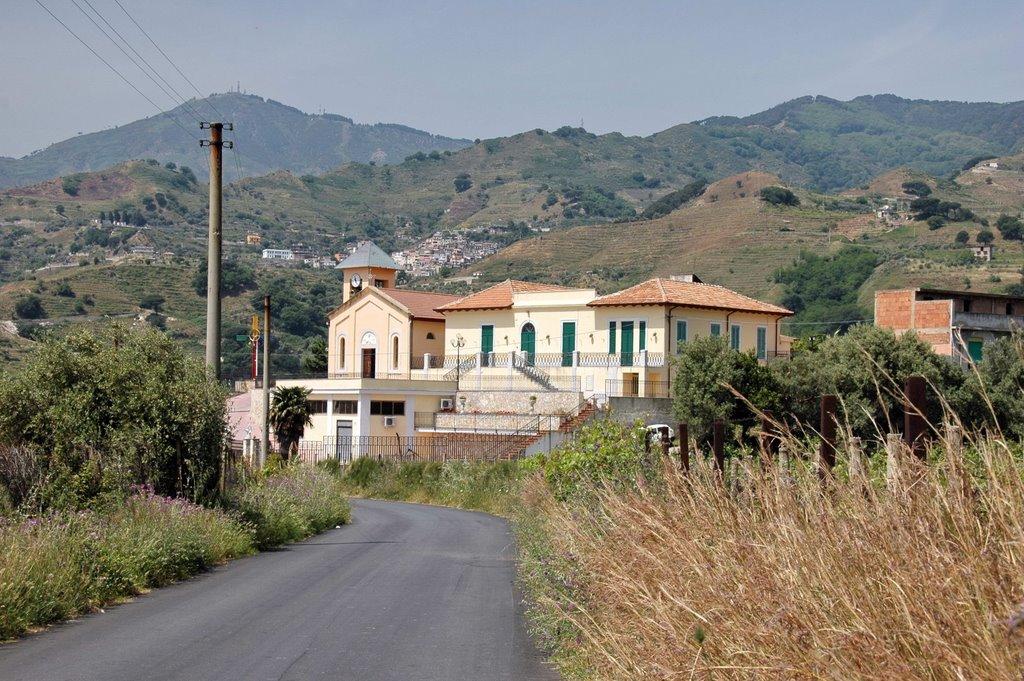 Messina. Iniziata la demolizione delle opere abusive sul torrente Bordonaro