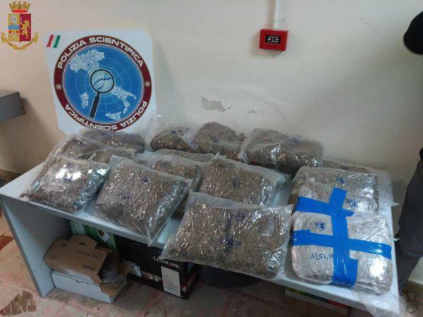 Contrasto allo spaccio di droga. Arrestati due giovani: in casa 20 kg di marijuana