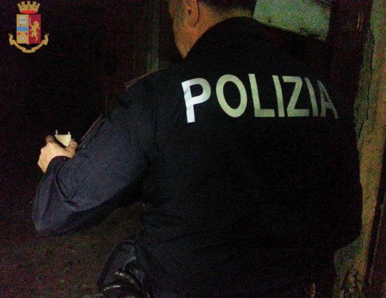 Continua controllo del territorio. Polizia di Stato rinviene deposito di motocicli rubati