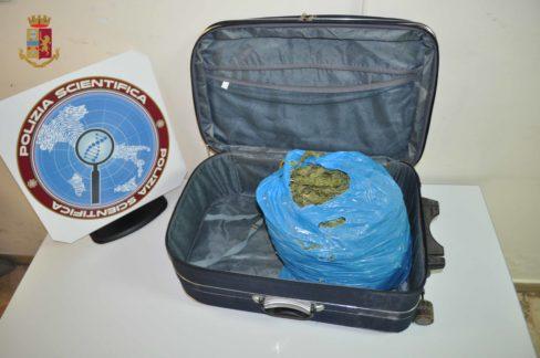 Polizia arresta pusher, sequestrata marijuana agli imbarcaderi rada San Francesco