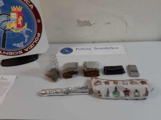 Arrestato spacciatore, custodiva in casa 500 grammi di marijuana