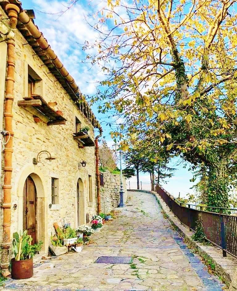 Montalbano Elicona, al via la stagione culturale e turistica. Start il 25 aprile con 'Viaggio nel Medioevo. Castello animato con i Batarnù'