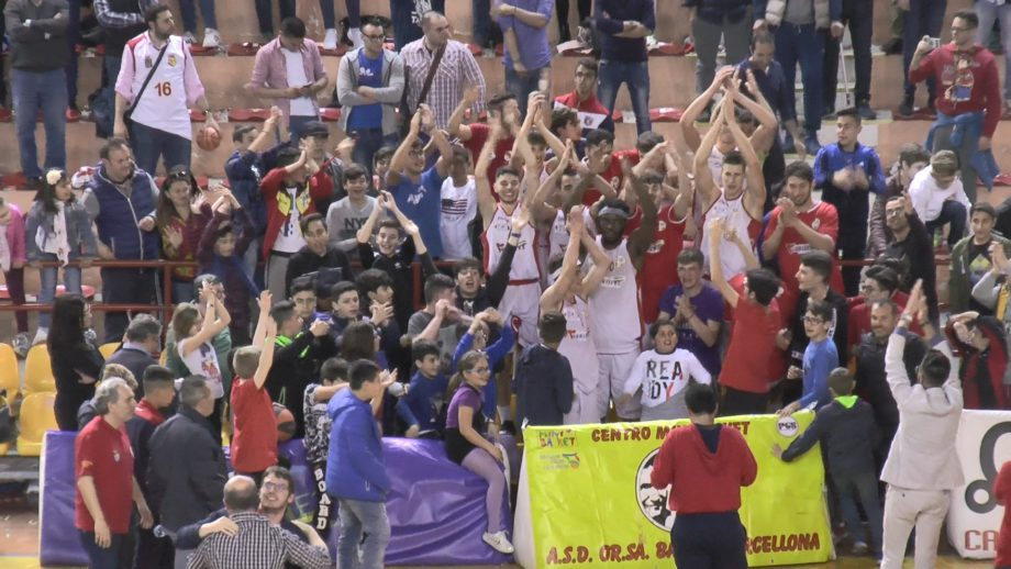 Basket. Festa al Palalberti, Orsa Barcellona chiude la serie con Ragusa, vola in finale con Torrenova e sogna la serie B