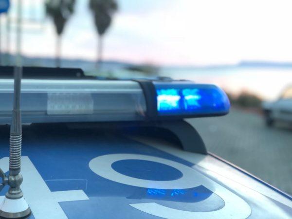 Maltrattata dalle figlie, Polizia interviene e giudice applica misura cautelare dell'allontanamento