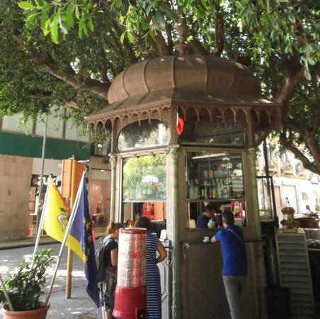Messina. Quale destino per i due chioschi di Piazza Cairoli? Il consigliere Gioveni interpella il sindaco