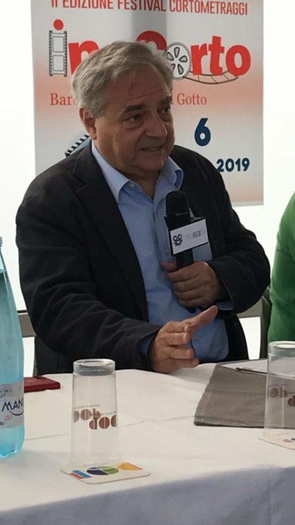 """Barcellona PG. Maurizio Marchetti mattatore alla presentazione del Festival """"In…Corto"""" di 'Mutamenti Liberi'"""