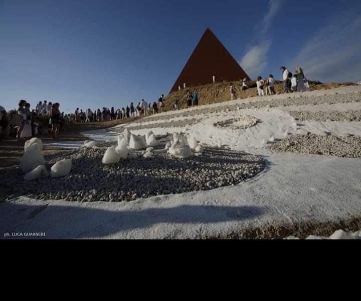 Fiumara d'Arte. Il Rito della Luce presso la Piramide 38° Parallelo