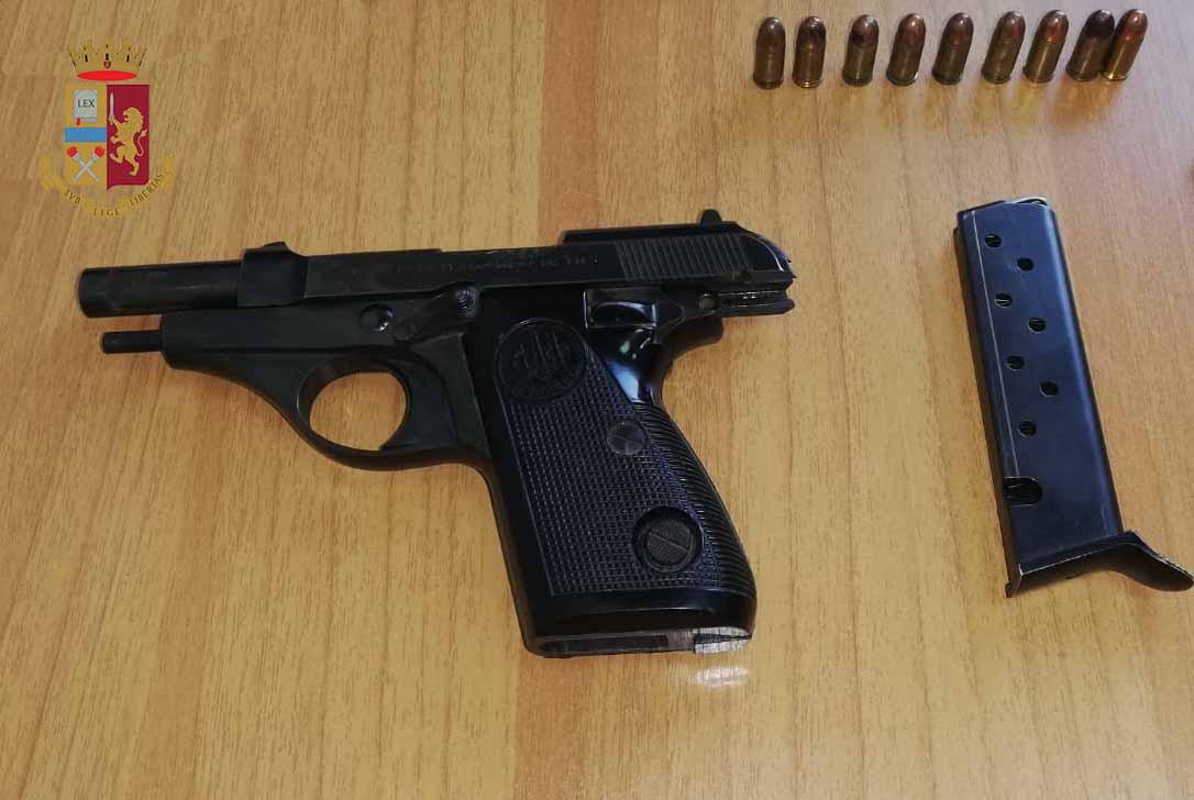 Arrestata donna 43enne per porto in luogo pubblico di arma da sparo e resistenza