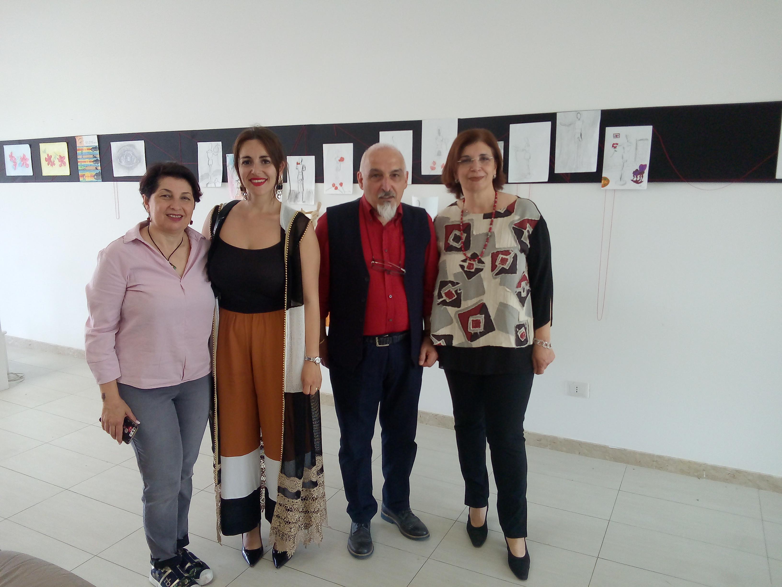 """Barcellona PG. Inaugurate le Mostre """"Scatto Fotografico"""" e """"Arte e Immagine"""" al Comprensivo """"Foscolo"""""""
