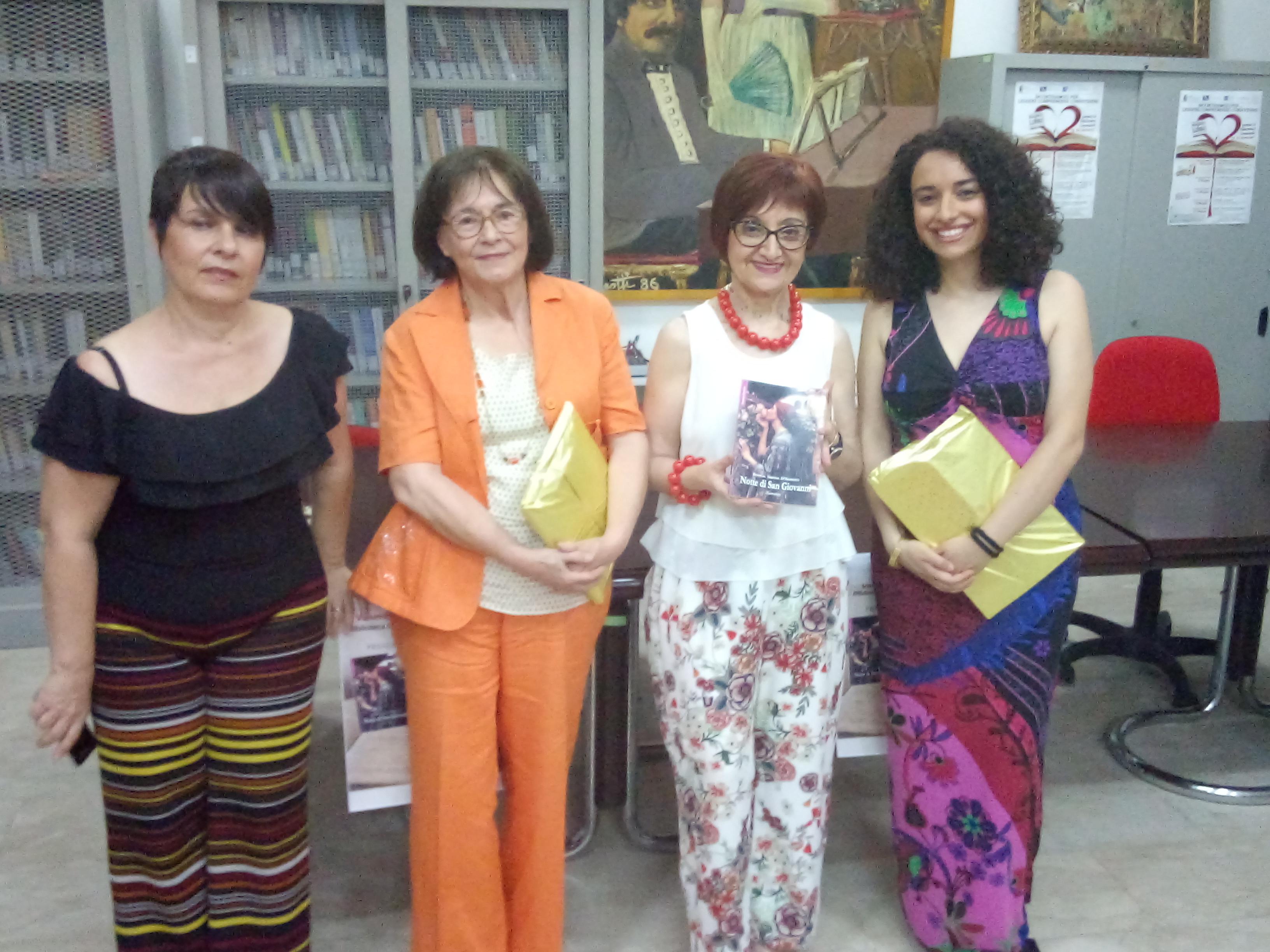 """Barcellona PG. Rosalia Simone D'Aliberti ha presentato """"Notte di San Giovanni"""" alla Biblioteca Comunale"""