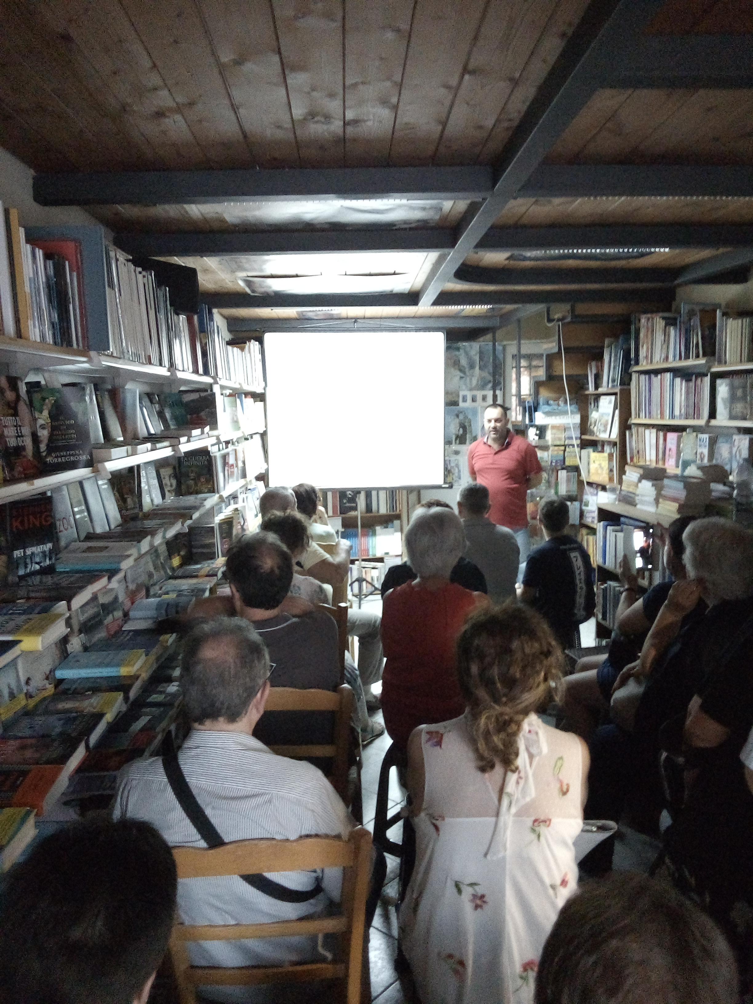 """Barcellona PG. Il dantista Ottavio Brigandì appassiona nella sua Conferenza alla Libreria """"Gutenberg"""""""