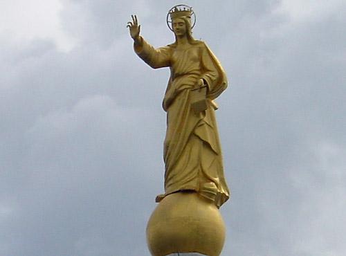 Benediciamo voi e la vostra città. L'abbraccio materno della Madonna alla città di Messina