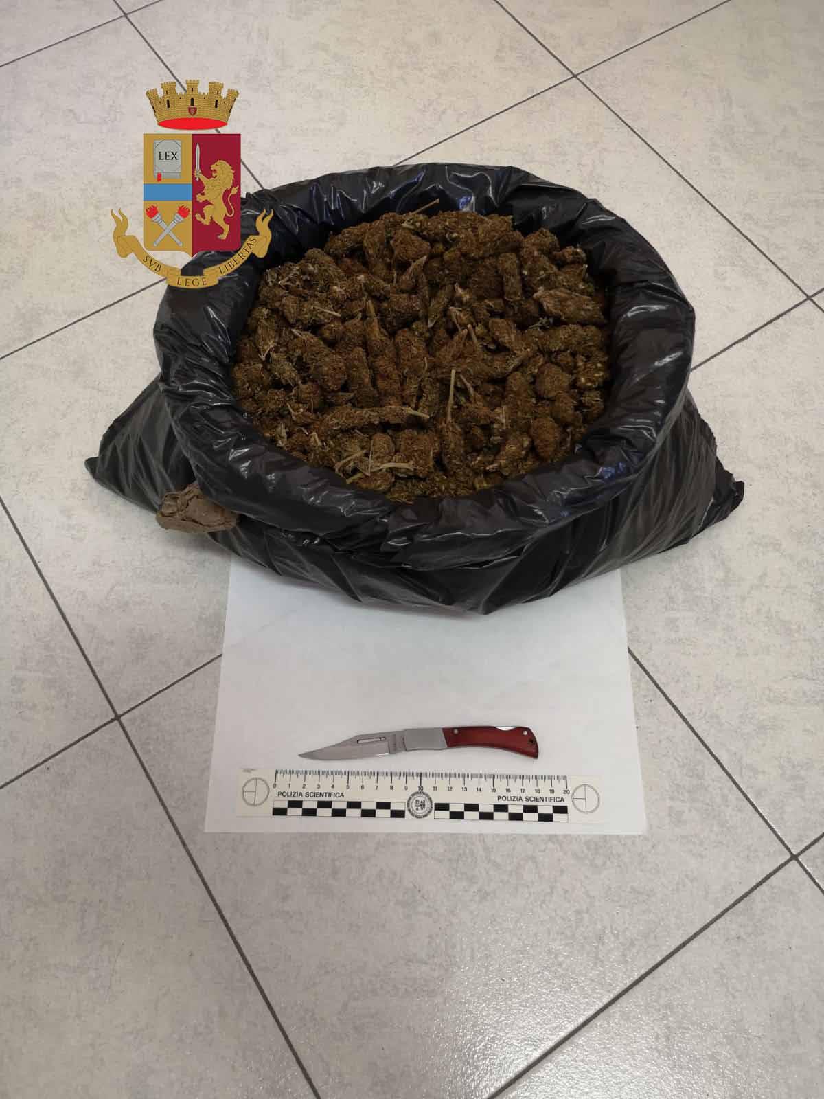 Polizia. Torna a recuperare droga nascosta, arrestato in flagranza di reato. Arrestati 2 dei 23 migranti giunti a Messina