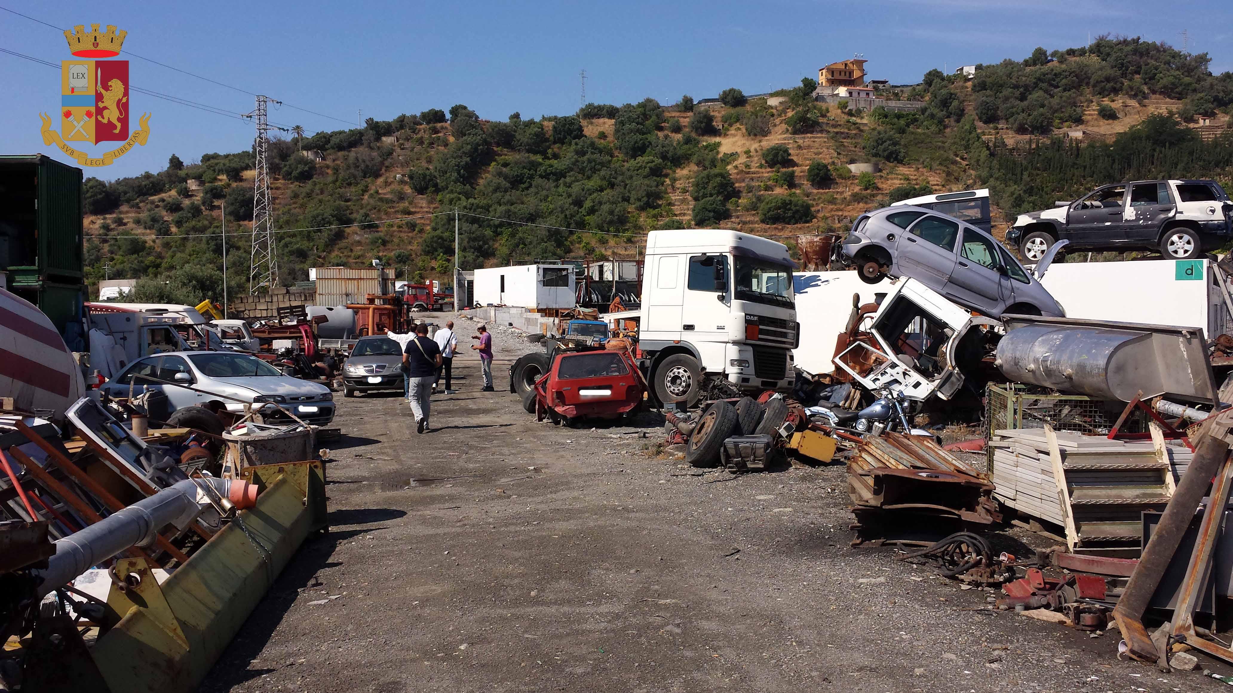 Sequestrata area abusivamente utilizzata per recupero rifiuti pericolosi e veicoli dismessi