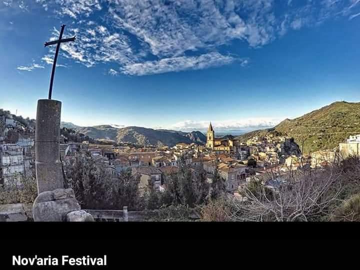"""Novara di Sicilia. Il """"Nov'aria Festival"""". Le arti di strada protagoniste nel borgo (19-20-21 agosto)"""