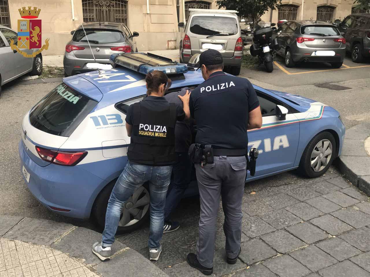 Arresto lampo di Squadra Mobile e Volanti, Polizia rintraccia e arresta rapinatore: tentato colpo in un tabacchi