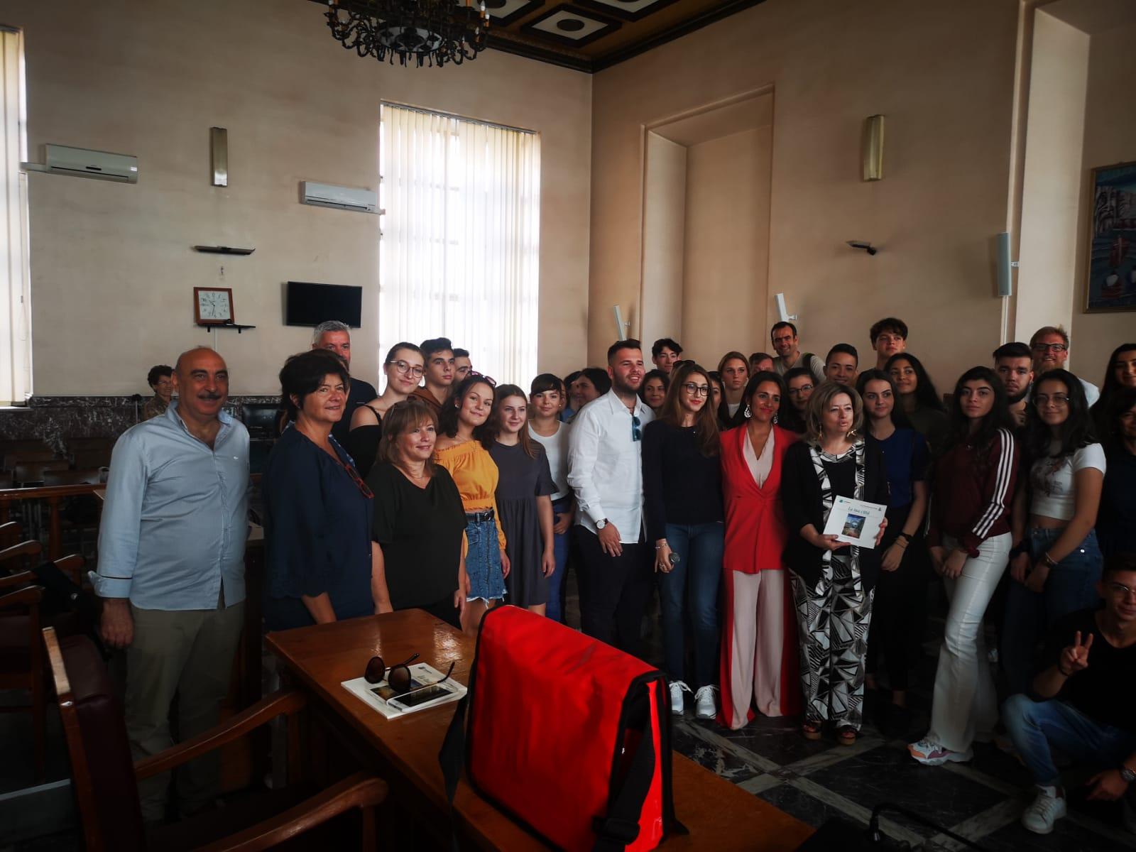 """Barcellona PG. Studenti Erasmus ITET """"E. Fermi"""" in visita a Palazzo Longano"""