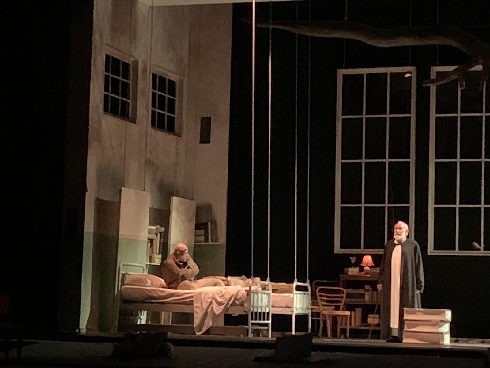 """Teatro Mandanici. """"La Tempesta"""" scuote la platea, tra voci fuori campo e acqua che invade il palco"""