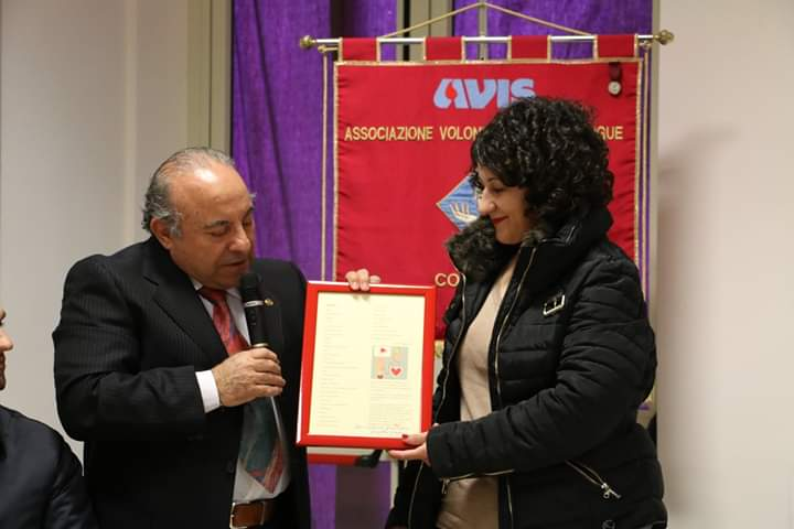 """Oliveri. Graziella Giordano ha donato la poesia """"Attimi"""" all'Avis Falcone"""