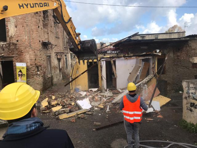 """Messina. Prosegue senza sosta il risanamento, oggi demolite del tutto le """"Case D'Arrigo"""""""