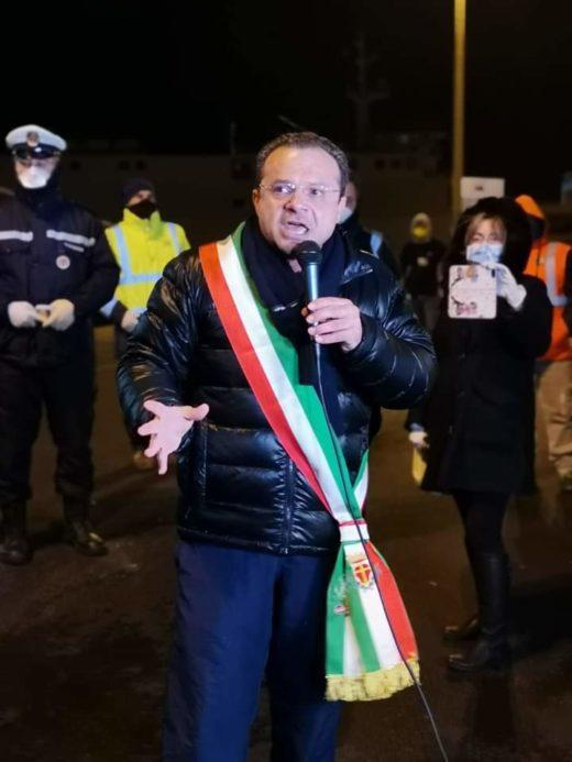 """De Luca """"Sindaco di trincea"""" e risponde al Viminale: """"Adesso denuncio io"""""""