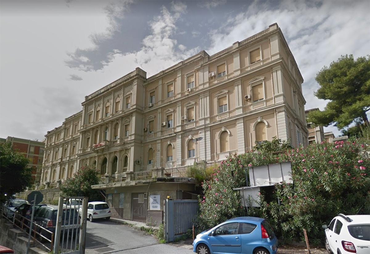 Messina. Prelievo di tamponi al parcheggio dell'ex ospedale Regina Margherita