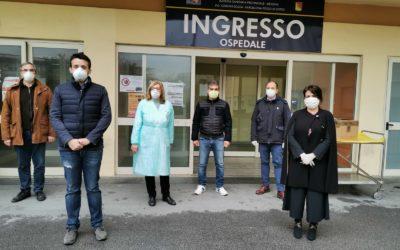 Barcellona PG. L'Amministrazione comunale dona 600 mascherine FFP 2 al 'Covid Hospital'