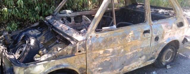 Barcellona PG. Auto distrutta dalle fiamme sulla A20