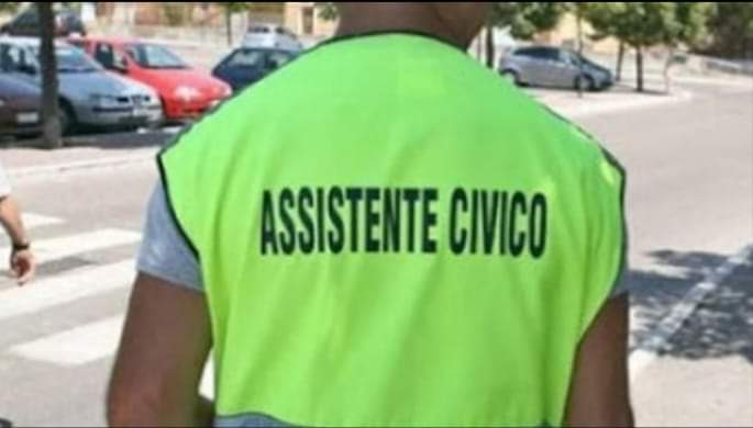 #Editoriale. Ecco a voi l'Assistente Civico… lavora per la patria e si fa sfanculare gratis!