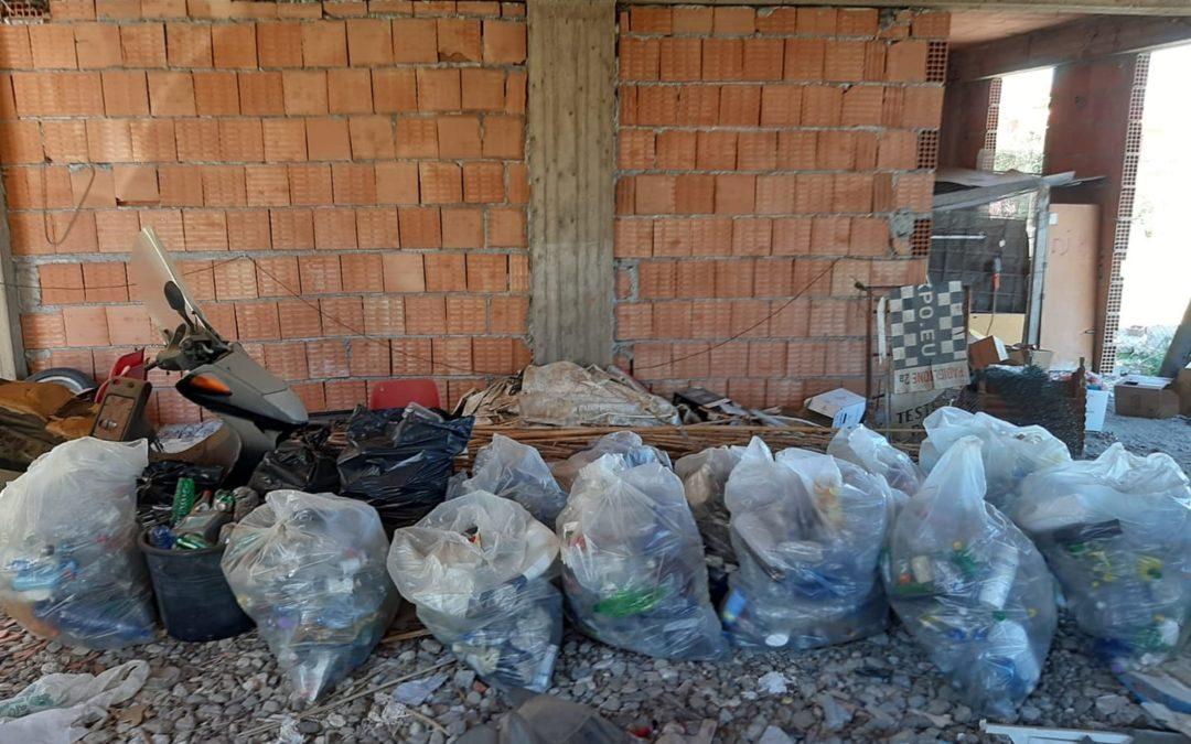 Terme Vigliatore. Coppia di giovani 'virtuosi', raccolti 14 sacchi di plastica lasciata in spiaggia