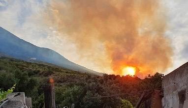 Stromboli. Incendi non si arrestano, fiamme spente a Piscita'