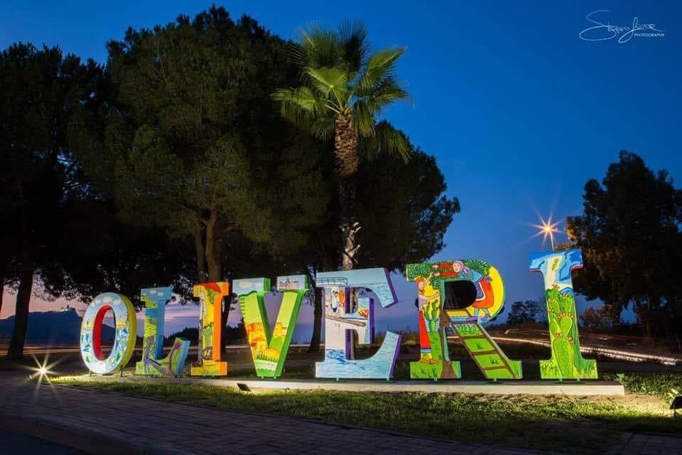 """Oliveri. Inaugurata opera artistica, straordinario 'biglietto da visita'. Comune: """"Amministrazione scrive la storia"""""""
